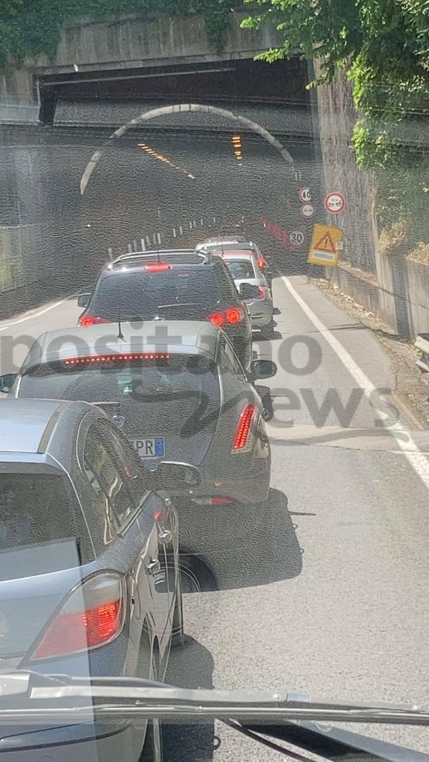 Anche questo fine settimana torna il traffico: auto bloccate in direzione Sorrento