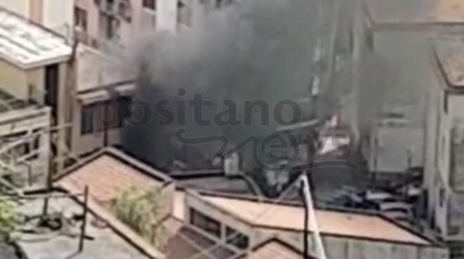autocarro in fiamme minori