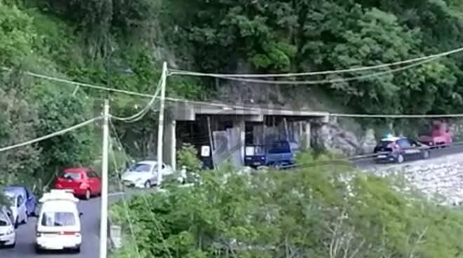 carabinieri e ambulanza incidente alla garitta positano
