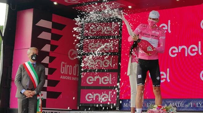 Guardia Sanframondi (Bn): Il sindaco Raffaele Di Lonardo ringrazia la cittadinanza per il notevole contributo offerto per l'arrivo del 104esimo Giro d'Italia