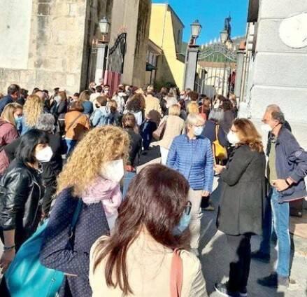 Cava de' Tirreni, caos e ressa al vaccino day
