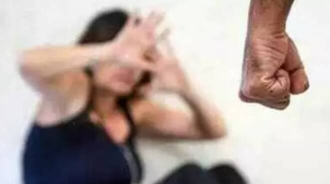 Cilento, marito violento contro la moglie: arrestato
