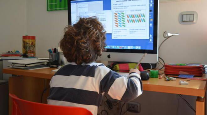Commissariato di PS Online: durante la pandemia bambini e adolescenti oltre 8 ore al giorno davanti allo schermo
