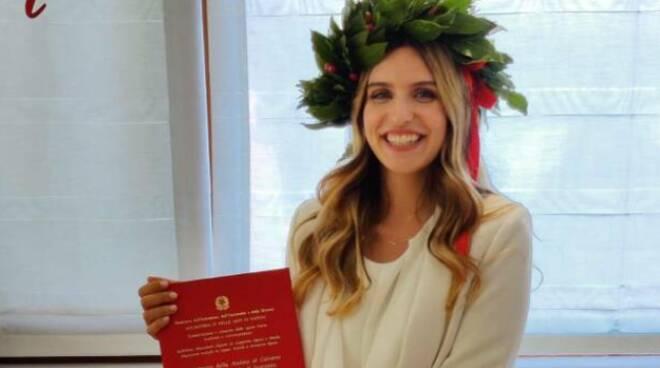 Congratulazioni alla neo dottoressa Angela Pepe