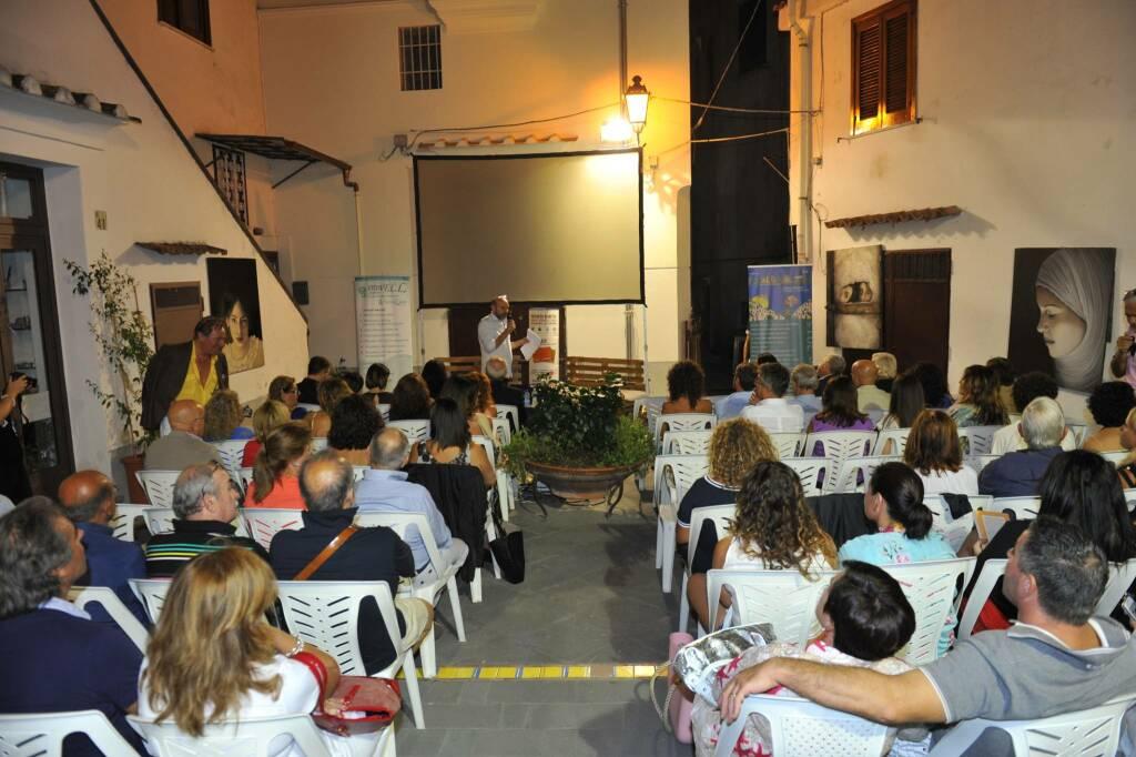"""Ecco i libri che apriranno l'ottava edizione di """"èPrimavera...fioriscono Libri"""" in Largo Solaio dei Pastai a Minori"""