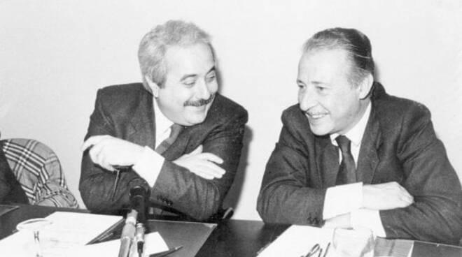 """Falcone e Borsellino potevano essere salvati con il """"Bomb Jammer"""" dispositivo che aveva Di Pietro? Inchiesta de """"Le Iene"""""""