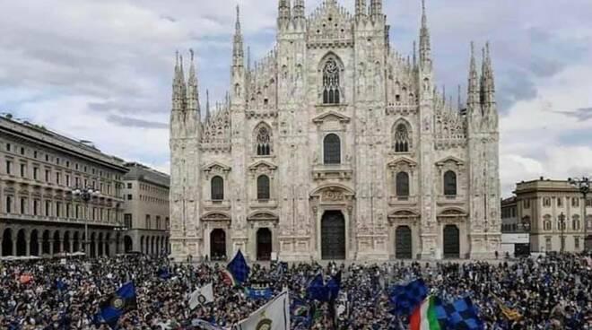 Folla a Milano tifosi Inter