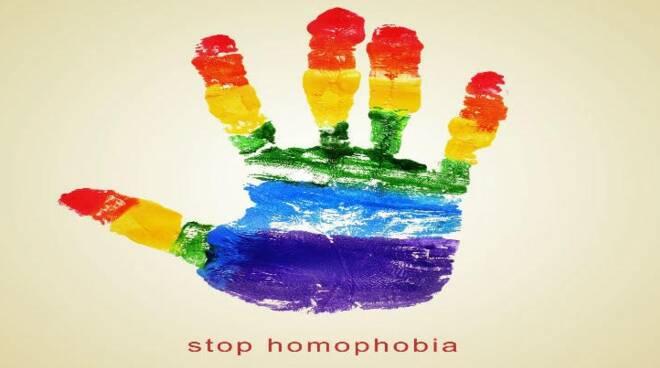 Giornata Internazionale contro l'omobitransfobia:  il Collettivo UANM lancia la campagna #ApritiCostiera!