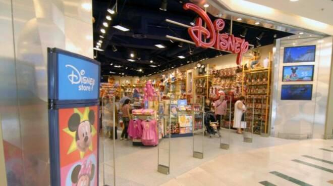 """In Italia chiudono i Disney Store: a rischio 230 posti di lavoro. I sindacati: """"Decisione grave"""""""