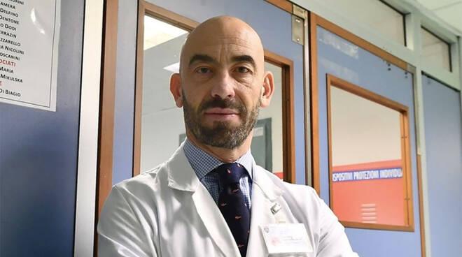 """L'infettivologo Matteo Bassetti: """"Molte varianti del Covid sono benigne"""""""