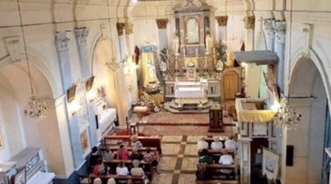 Maiori: tradizione e innovazione, don Gennaro Giordano officia celebrazioni a distanza e scende in campo con la Caritas