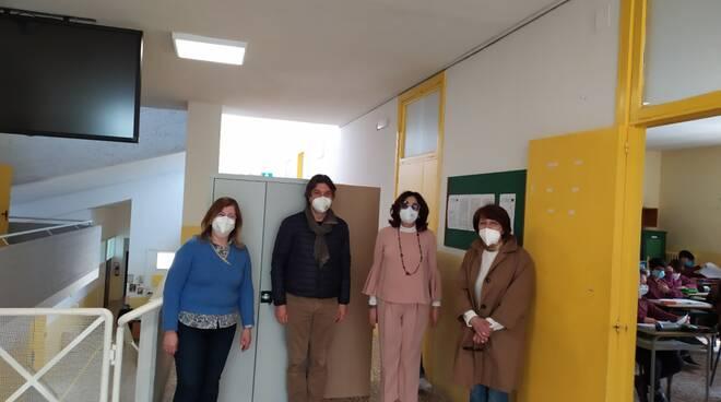 Massa Lubrense: armadietti nuovi e arredi scolastici dal ricavato della raccolta di abiti usati e piccoli elettrodomestici