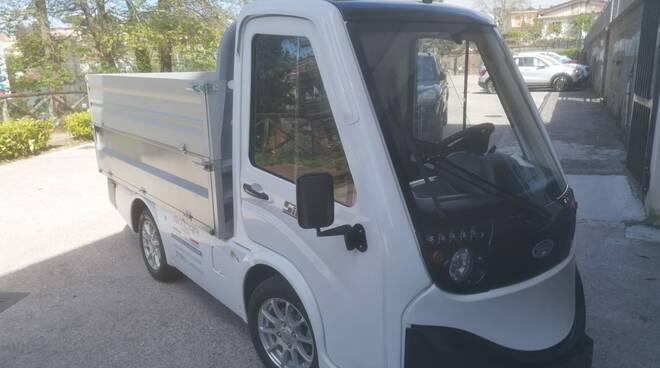 Massa Lubrense: un nuovo automezzo elettrico per la raccolta differenziata dei rifiuti