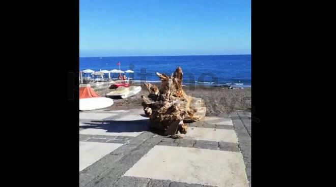 Minori, torna fruibile la spiaggia della cittadina costiera