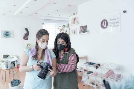 Napoli, nasce la prima scuola di fotografia Newborn in aula