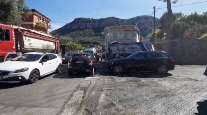 Piano di Sorrento: continuano i lavori, caos al Cavone