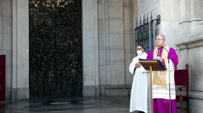 Pompei, svelata la nuova porta di bronzo del Santuario