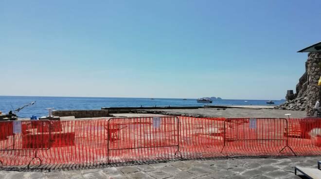 Positano, la stagione turistica parte con il molo interdetto