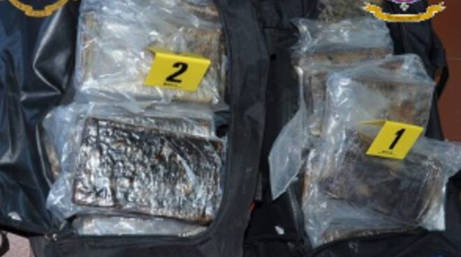 Salerno: Polizia di Stato e Guardia di Finanza. Sequestrati 65.5 kg. di Cocaina all'interno del Porto Commerciale
