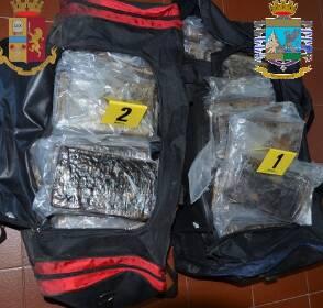 Salerno: Polizia di Stato e Guardia di Finanza. Sequestrati 65.5 kg. di Cocaina all'interno del Porto Commerciale