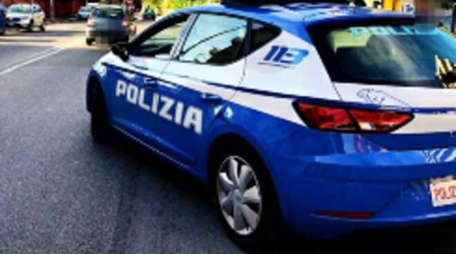 Salerno: spaccio di droga a Battipaglia, sorpresi spacciatore ed acquirente. Lo scambio in strada, intervengono i Poliziotti del Commissariato