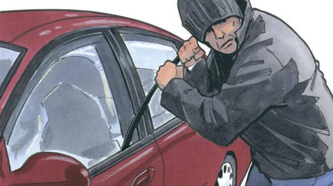Salrno, la Polizia arresta il ladro seriale di auto