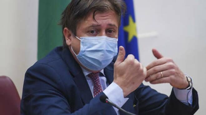 """Sileri: """"Niente mascherine all'aperto con 30 milioni di vaccinati"""""""