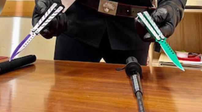 Sorrento, armati di coltelli a bastoni in Circumvesuviana: denunciati due minori