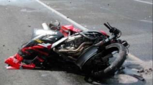 Sorrento, incidente grave sul Nastro Verde: scontro frontale tra due motocicli, grave uno dei ragazzi coinvolti