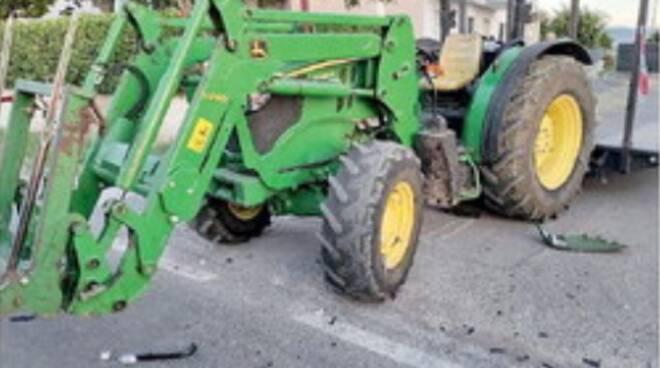 Tragedia a Capaccio Paestum: scontro frontale tra una moto ed un trattore, perde la vita un 43enne