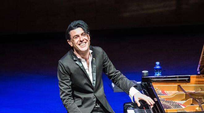Un anno senza il pianista e direttore d'orchestra Ezio Bosso: passione, sensibilità, forza e talento