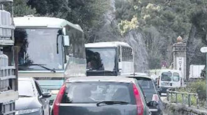 Vico Equense, più autobus per il mare: sfida all'ingorgo estivo