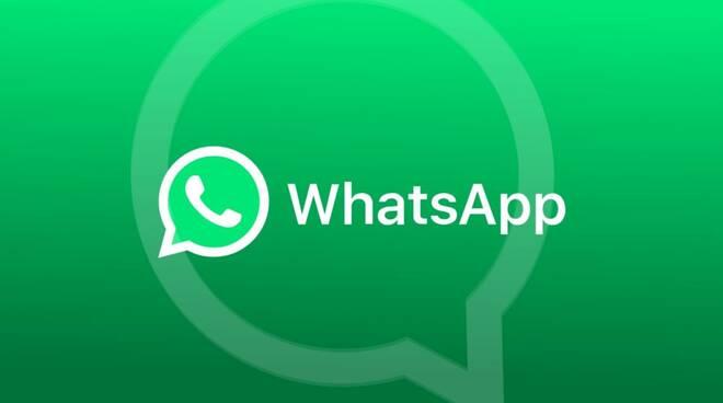 WhatsApp, da oggi cambiano le regole della privacy