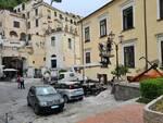 Amalfi, in corso pulizia e manutenzione dei pali dell'illuminazione pubblica