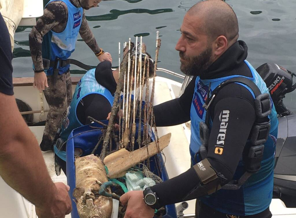amalfi rifiuti dal mare