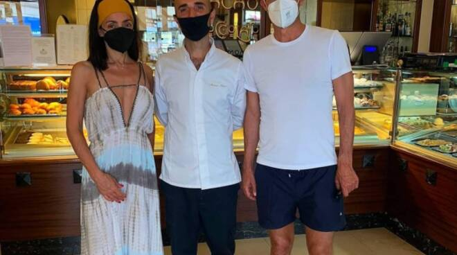 Ambra Angiolini e Allegri ad Amalfi da Pansa