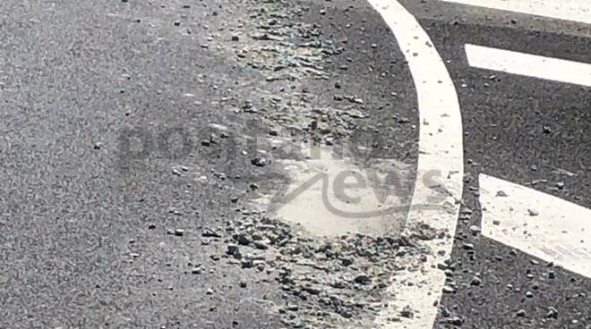 Attenzione a Piano di Sorrento: pietrame lungo via Cavone
