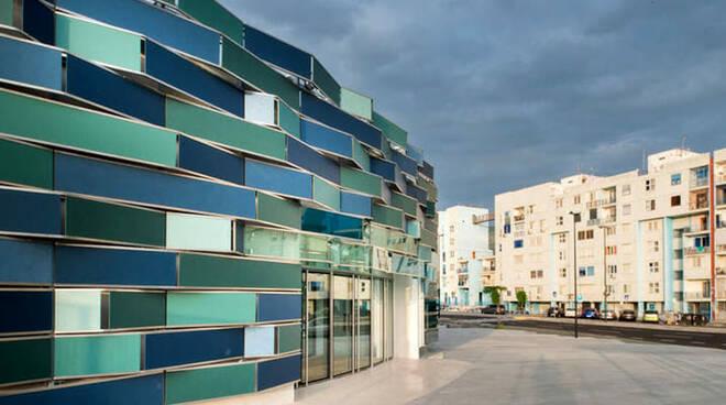 Caldo e caos in ospedale del Mare col ventilatore. A Napoli e a Salerno attese sotto il sole per vaccini poi finiti