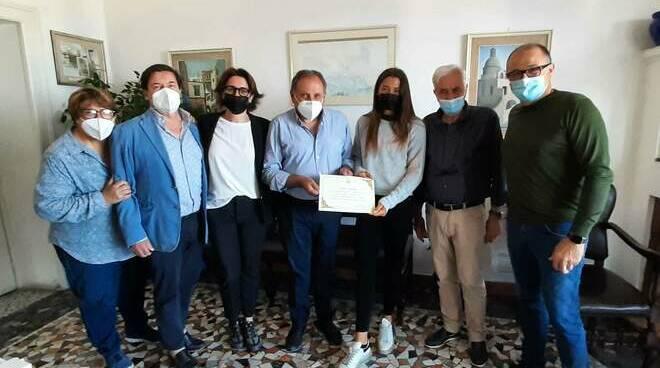 Capri festeggia la campionessa di tennis Sara Aversa con una cerimonia in Comune