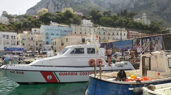 Capri imbarcazione si capovolge a Marina Piccola
