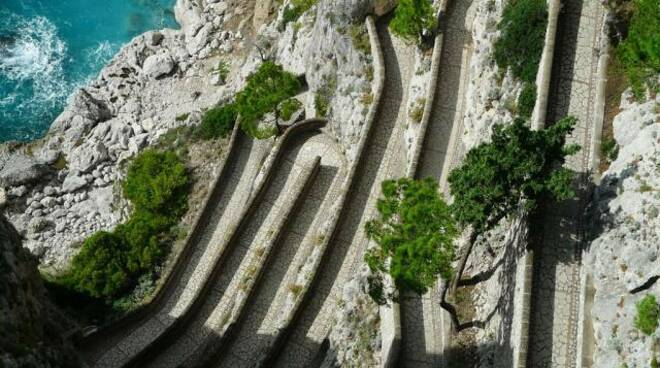 Capri, ultimata la barriera paramassi:  riapre il tratto interdetto di via Pizzolungo