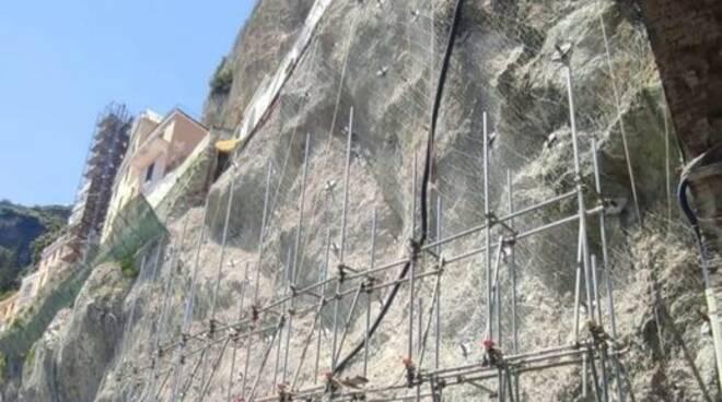 Amalfi Sono iniziati i lavori per  l\'installazione del ponteggio necessari  per la ricostruzione della porzione di Via Annunziatella