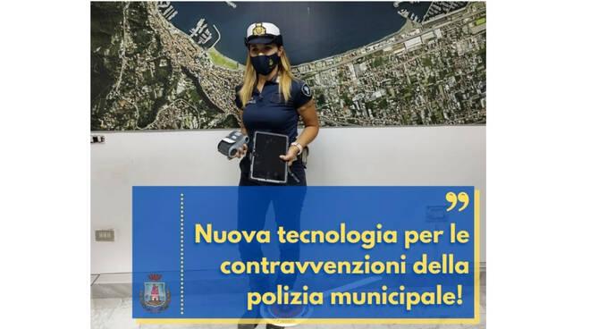 Castellammare di Stabia, multe a carta zero: nuove tecnologie in dotazione alla polizia municipale