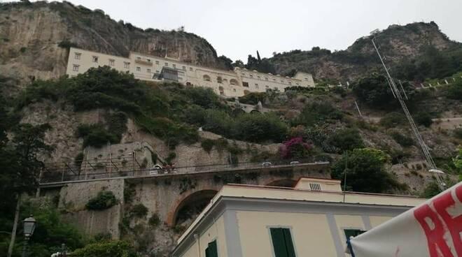 Crollo ad Amalfi, il gruppo Nuova Primavera Maiorese chiede verifiche sul dissesto idrogeologico costiero