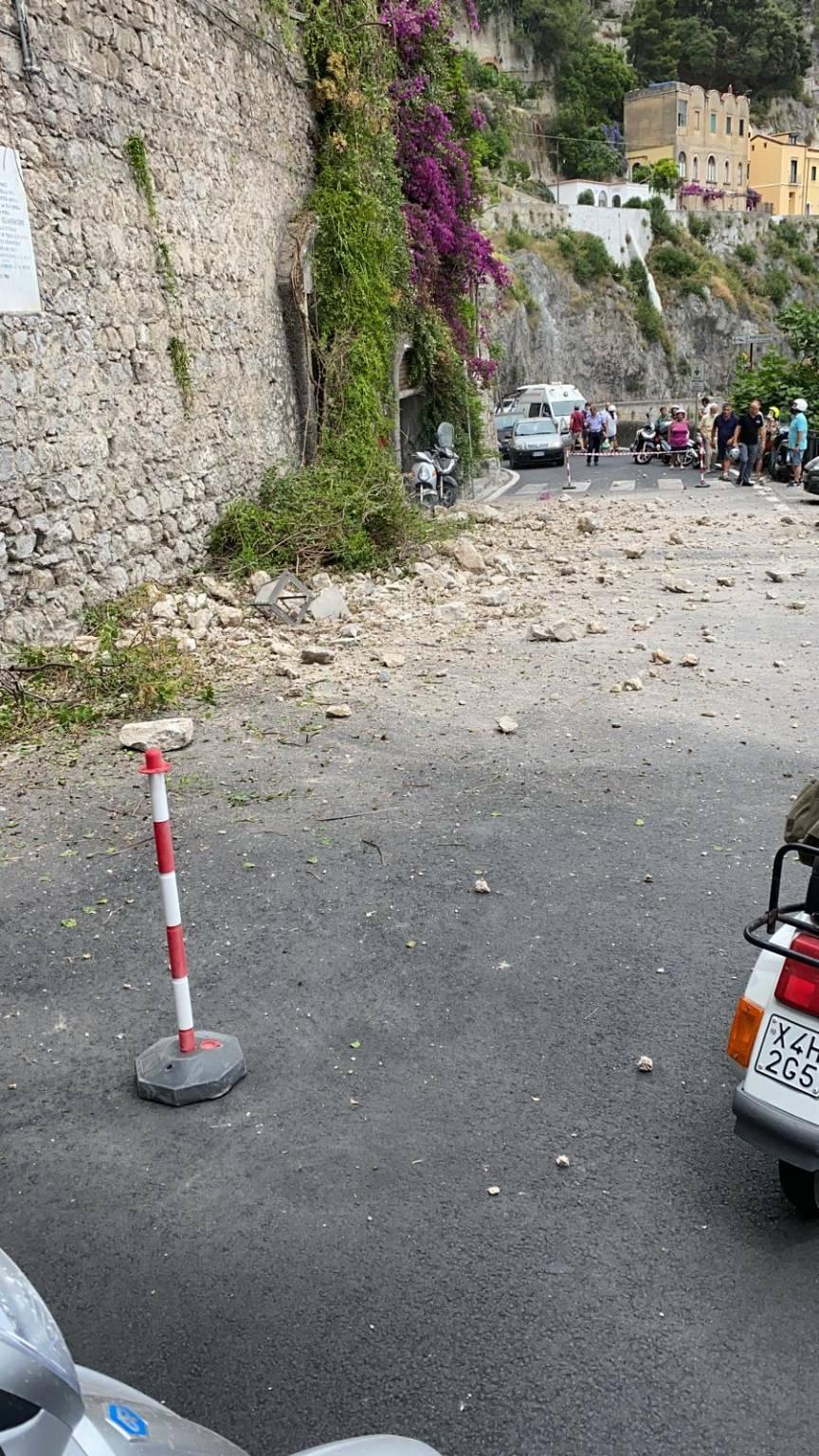 Frana ad Amalfi nei pressi hotel Il Convento