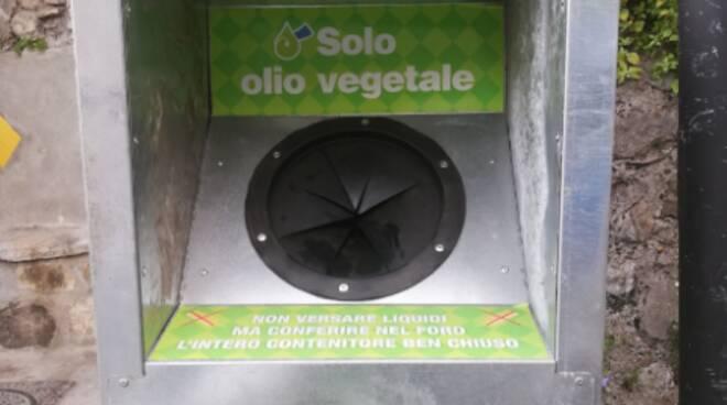 Il riciclo è la soluzione: a Positano installati i raccoglitori di olio vegetale esausto