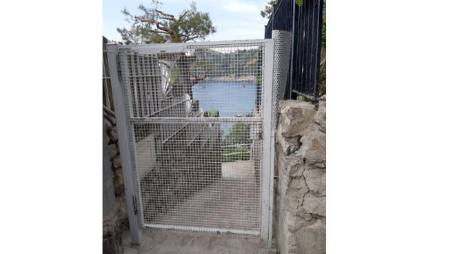 """Massa Lubrense, il vicesindaco Staiano: """"Chiarimento sul cancello alla spiaggia libera Plancia di Marina del Cantone"""""""