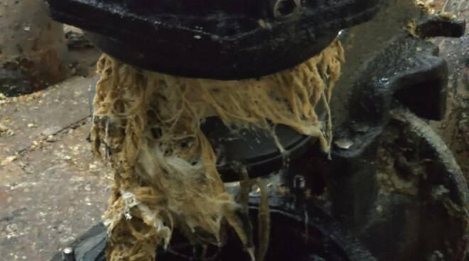 Minori, spiegato il motivo del guasto al depuratore: giubbino incastrato in una pompa