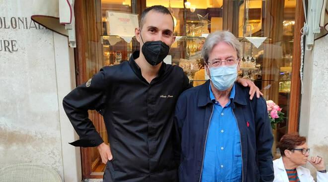 Paolo Gentiloni si rilassa ad Amalfi concedendosi una tappa alla Pasticceria Pansa