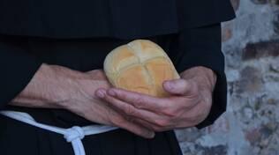 Perché il giorno di Sant'Antonio da Padova si distribuisce il pane benedetto?